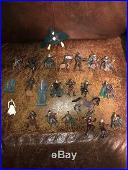 Lord of The Rings, Armies of Middle Earth HELMS DEEP PLAYSET with23 Action Figures